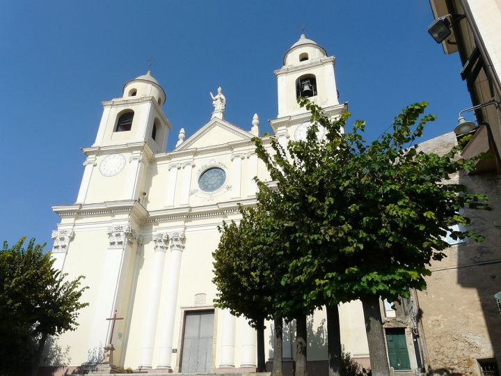 1280px-Borgio-chiesa_San_Pietro1
