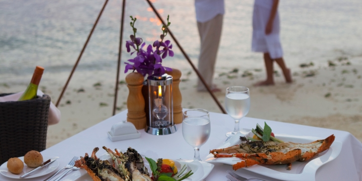 baros-maldives_humlebm_dining_overview