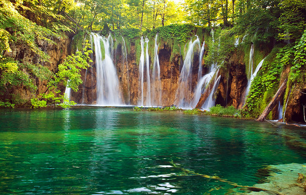croatia-plitvice-national-park-waterfall-4