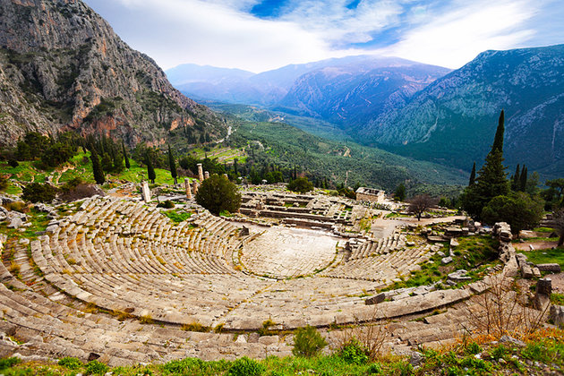 greece-delphi-ancient-theatre-and-mountains