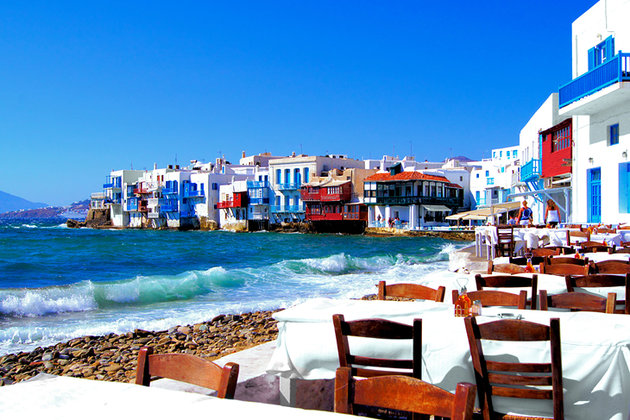 greece-mykonos-seaside-town-with-waves